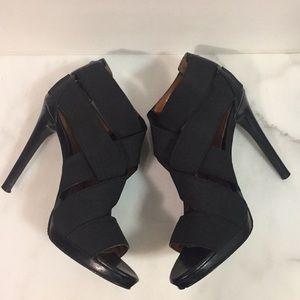 Calvin Klein Shoes - Calvin Klein Allison Black Sandals Size 6M